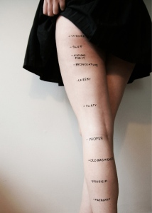 Une photo de « jupe » lance une discussion sur le slutshaming